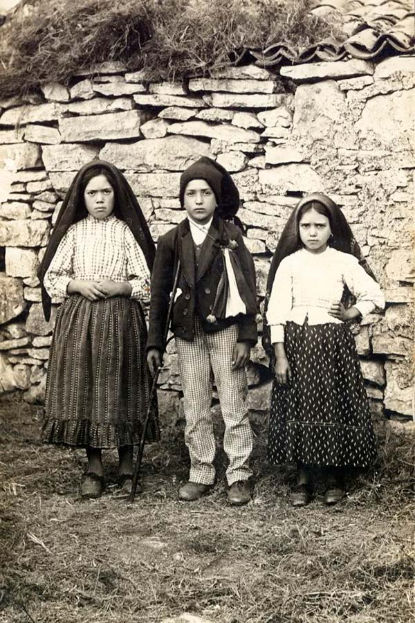 Lúcia Santos, Francisco and Jacinta Marto, 1917