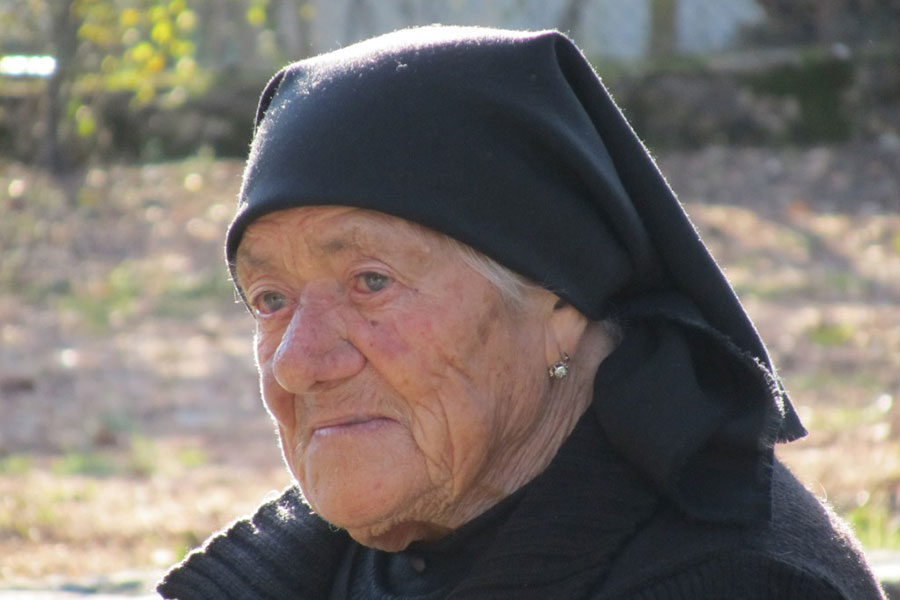 Maria, 92 Year Old Niece of Lúcia meets pilgrims in Fatima